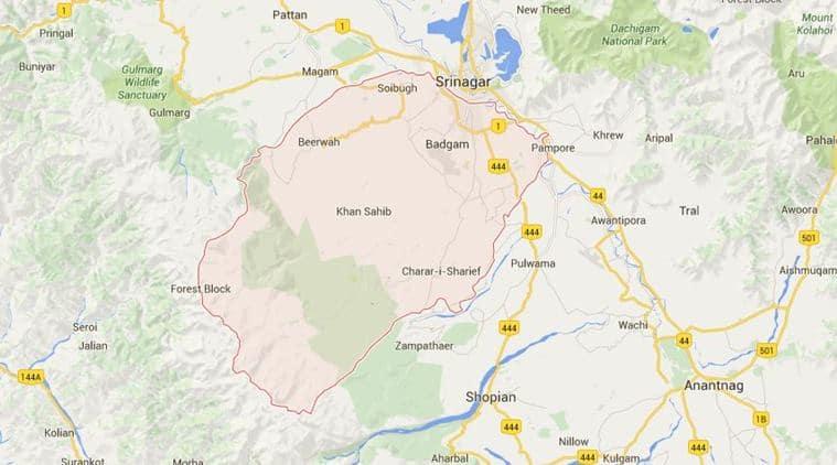 Budgam encounter , militants, security forces engage in gunbattle, Terroirst , Loksatta, Loksatta news, Marathi, Marathi news