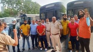 delhi police took a photo with murder case accused sushil kumar