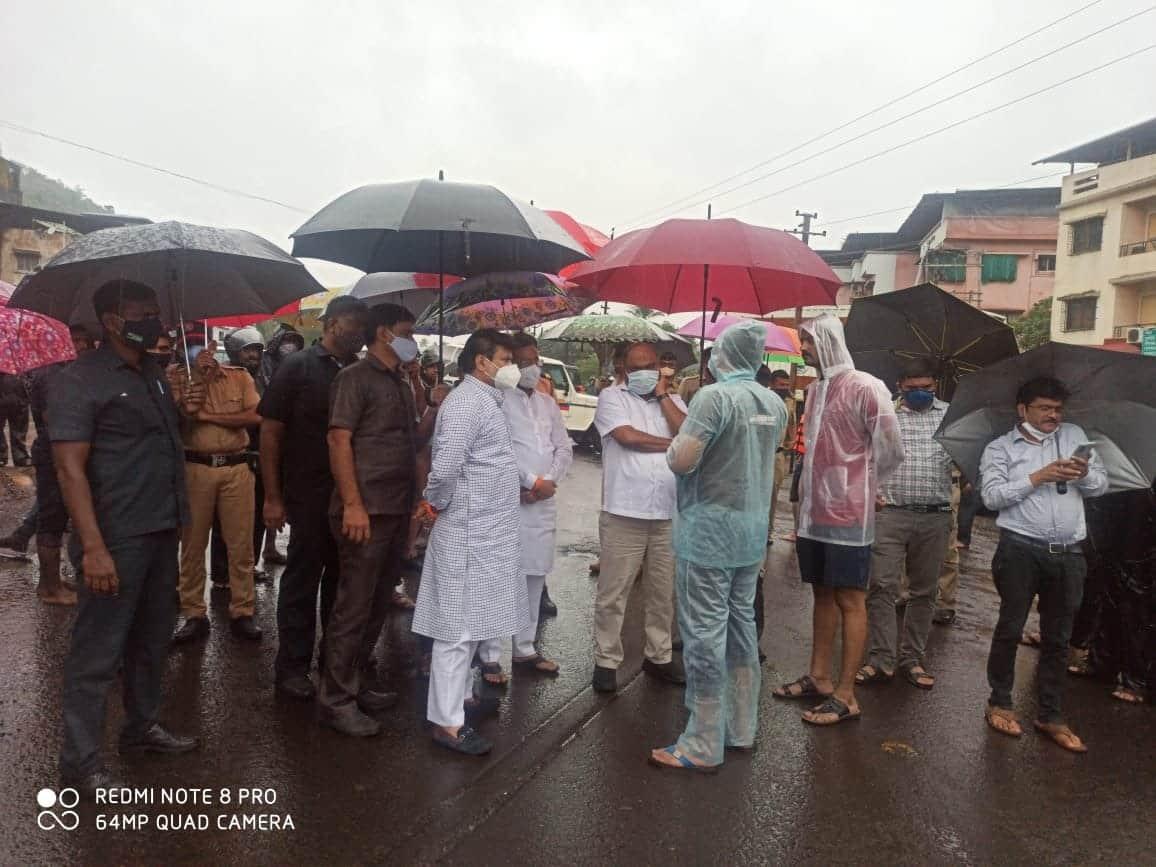 Guardian ministers on location visit heavy rain in maharashtra