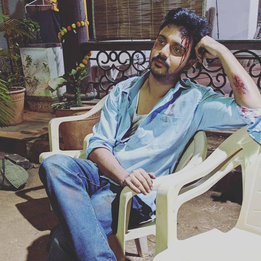 Virajas Kulkarni Majha Hoshil Na instagram photo with funny caption