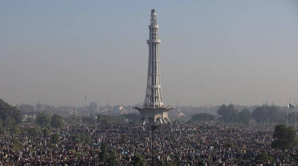 Hundreds Fling Pak Woman In Air On