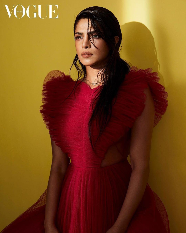 Bollywood Actress Mangalsutra Design Photos